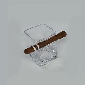 כוס וויסקי מרובעת עם מחזיק סיגרים
